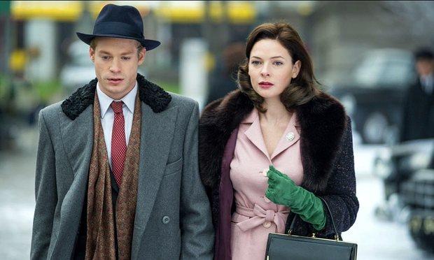 Sam Reid i Rebecca Ferguson w filmie Despite The Falling Snow