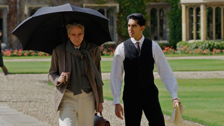Jeremy Irons i Dev Patel w filmie The Man Who Knew Infinity