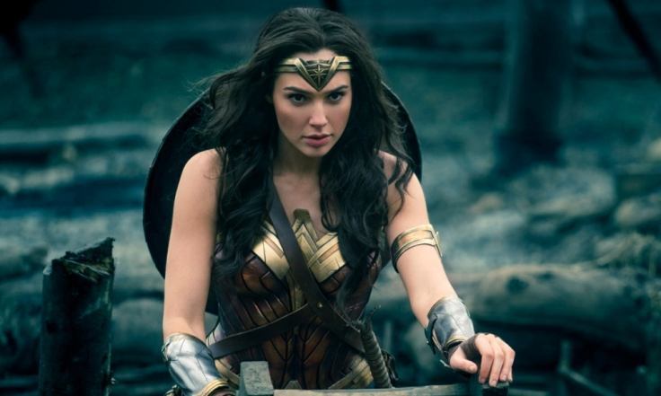 gal-gadot-as-wonder-woman-climbing-out-of-the-trenches-1000x600